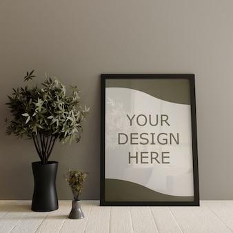 Maqueta de marco negro de pie sobre suelo blanco de madera con plantas decorativas