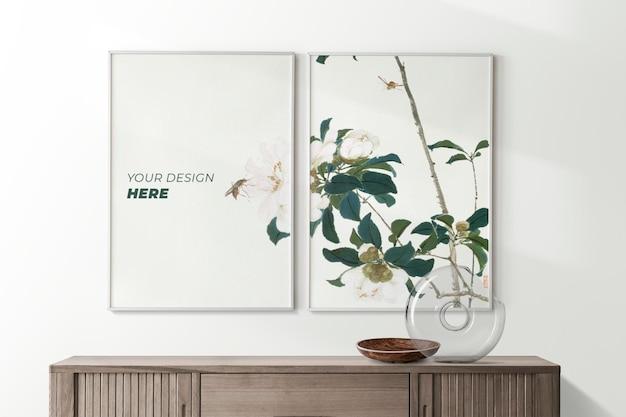 Maqueta de marco de póster colgado en la pared