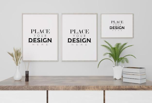 Maqueta de marco de póster en la pared con planta