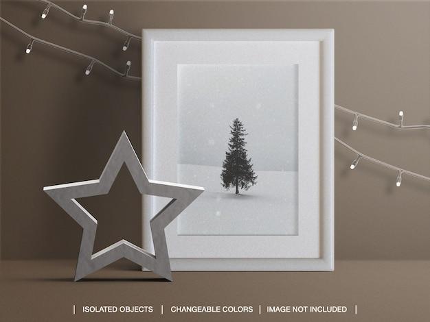 Maqueta de marco de tarjeta fotográfica para vacaciones con luces navideñas y decoración