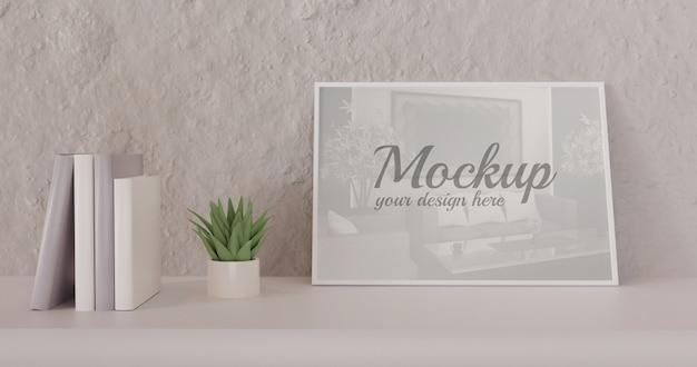Maqueta de marco vertical blanco de pie sobre una mesa blanca con libros y sucesivos