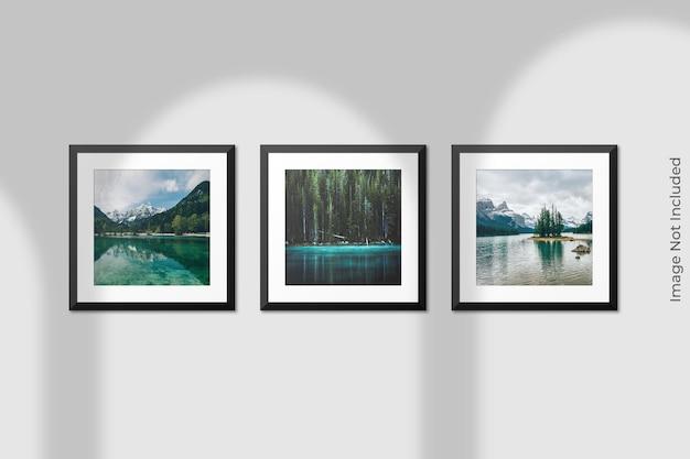 Maqueta de marcos cuadrados realistas colgados en la pared con superposición de sombras
