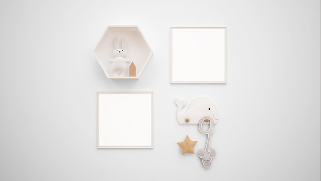 Maqueta de marcos de fotos en blanco colgada en la pared junto a un conejito de juguete