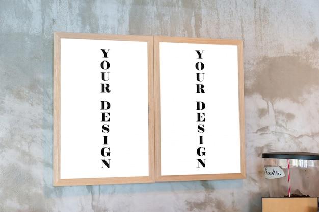 Maqueta de marcos de fotos en blanco en la pared