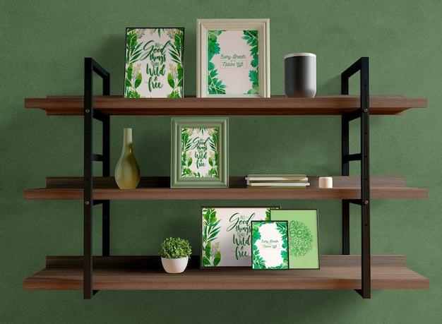 Maqueta de marcos de fotos en estantes