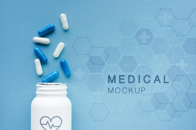 Maqueta médica con cápsulas.