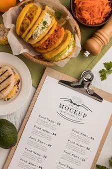 Maqueta de menú de restaurante y comida.