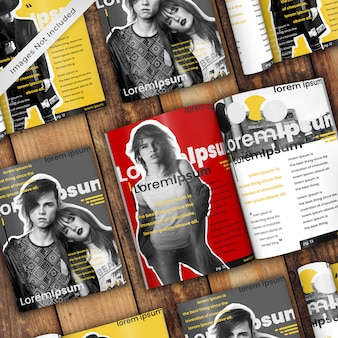 Maqueta moderna revista de nueve revistas en mesa de madera rústica psd maqueta