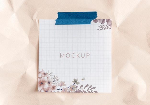 Maqueta de nota de papel floral rosa