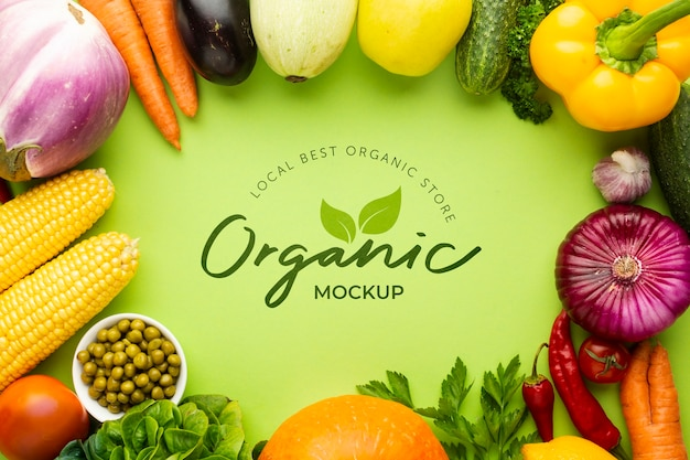 Maqueta orgánica con marco hecho de deliciosas verduras frescas