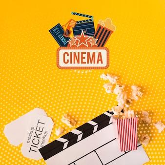 Maqueta de palomitas de maíz y cine