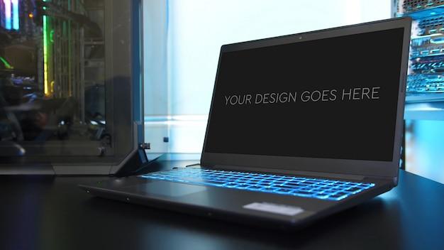 Maqueta de pantalla de computadora portátil para juegos