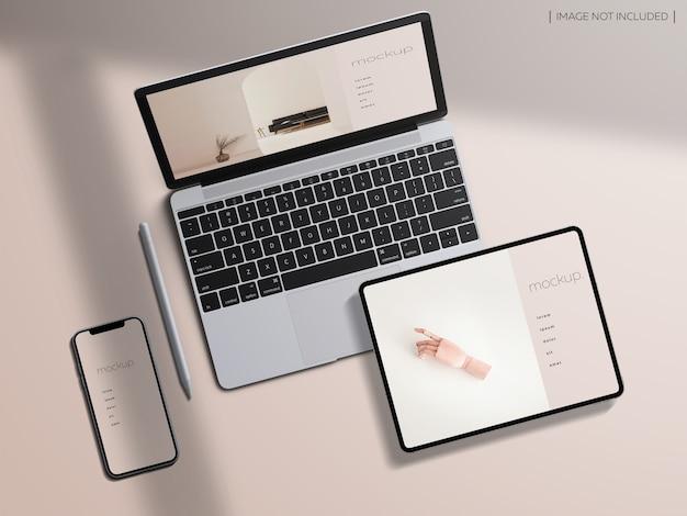 Maqueta de pantallas de dispositivos receptivos de vista superior