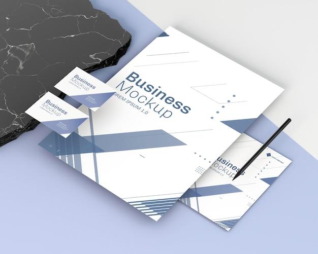 Maqueta de papelería empresarial alta vista