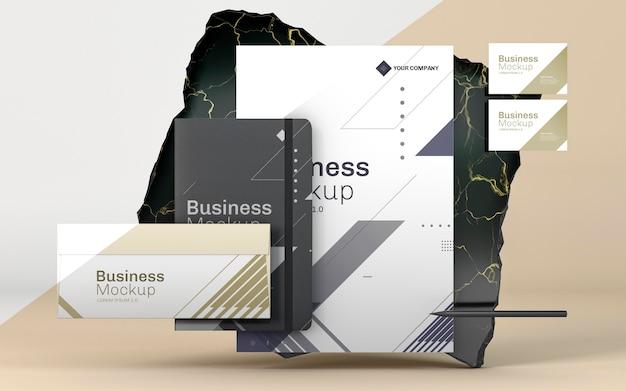 Maqueta de papelería empresarial en mármol de lujo.