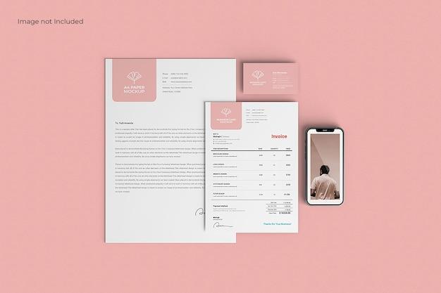 Maqueta de papelería empresarial en superficie rosa, vista superior