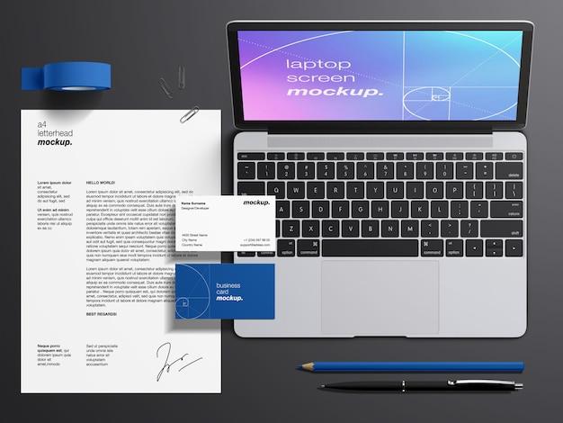 Maqueta de papelería con pantalla de computadora portátil macbook, tarjetas de visita y membrete