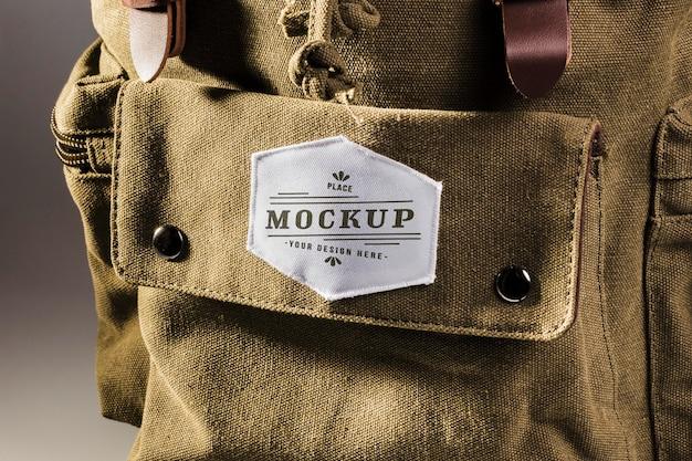 Maqueta de parche de ropa de tela en mochila