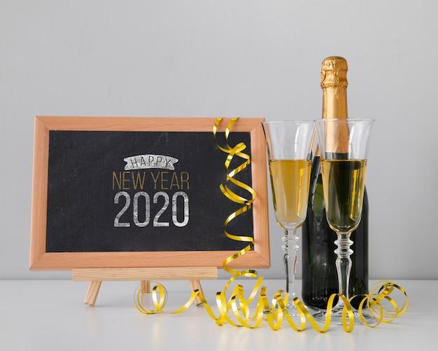 Maqueta de pizarra para fiesta de año nuevo y champán