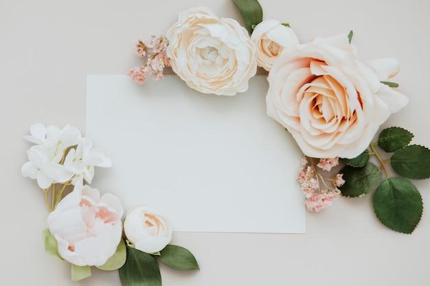 Maqueta de plantilla de tarjeta blanca en blanco