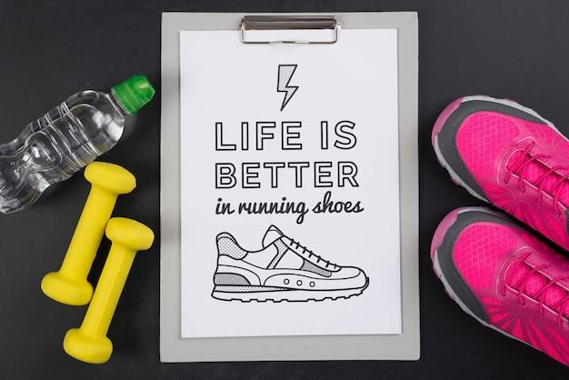Maqueta de portapapeles con concepto de fitness