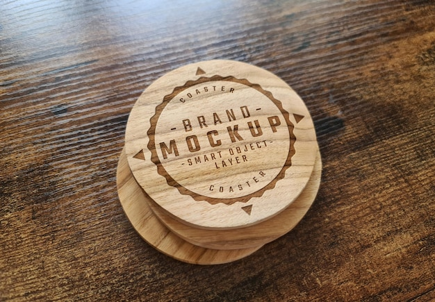 Maqueta de posavasos de madera con logo grabado