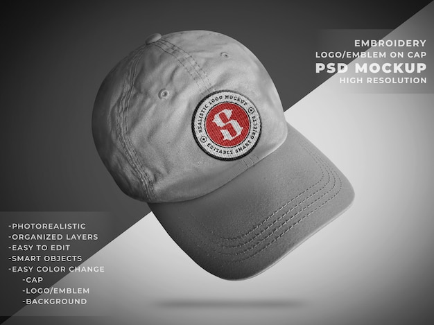 Maqueta realista de emblema o insignia en gorra de tela de gabardina
