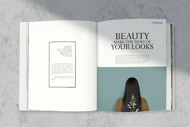 Maqueta de revista con herramientas de belleza.