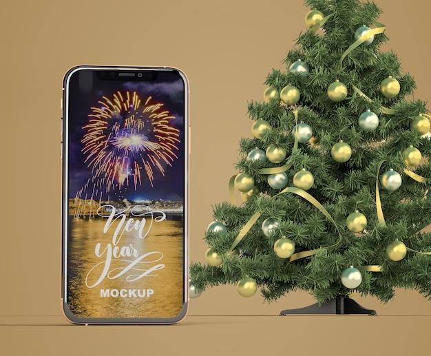 Maqueta de smartphone con árbol de navidad
