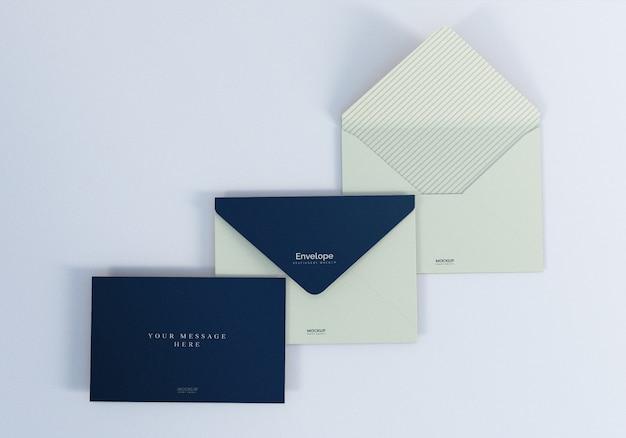 Maqueta de sobre realista limpio con tarjeta de felicitación
