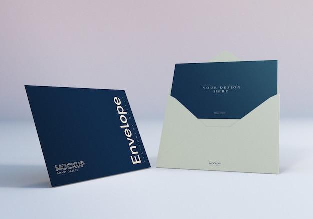 Maqueta de sobres con tarjeta de felicitación