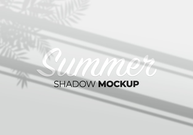 Maqueta de sombra de ventana en una pared con fondo de hojas de palma