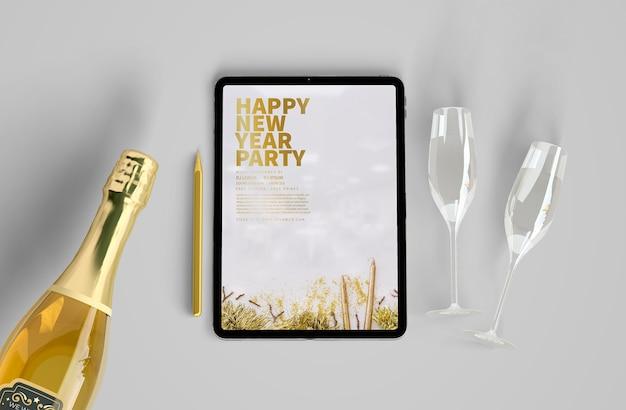 Maqueta de tableta con concepto de año nuevo