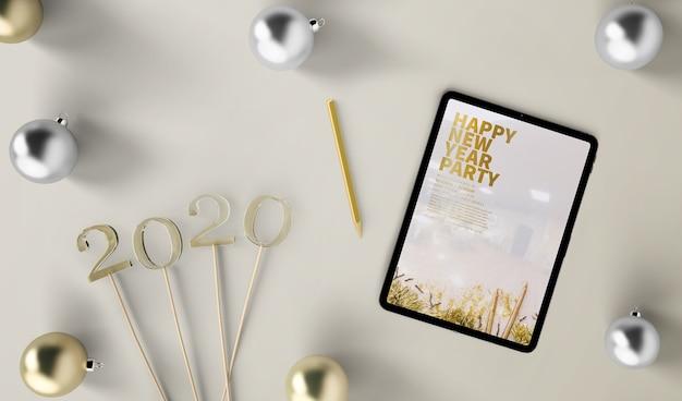 Maqueta de tableta concepto de año nuevo