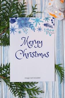 Maqueta de tarjeta de felicitación de navidad y candelabro