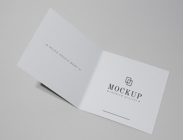 Maqueta de tarjeta o folleto plegable.