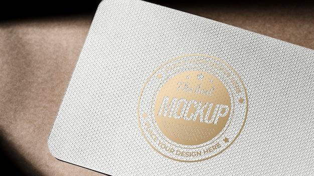 Maqueta de tarjeta de papel comercial con superficie gruesa
