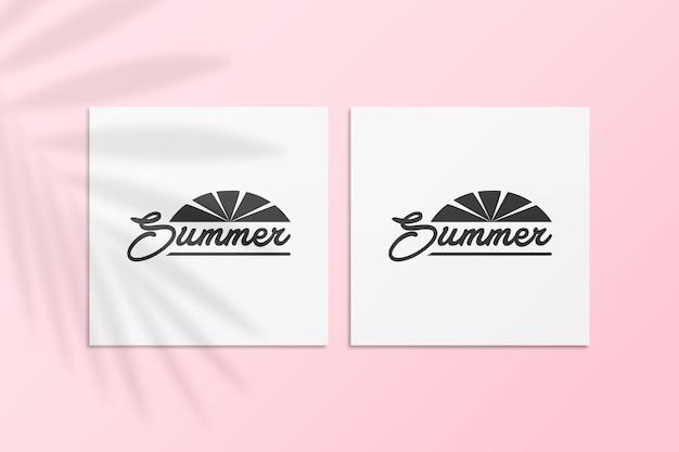 Maqueta de tarjeta postal de instagram de verano con sombra de palma en una pared