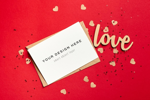 Maqueta de tarjeta de san valentín con sobre y festivo.