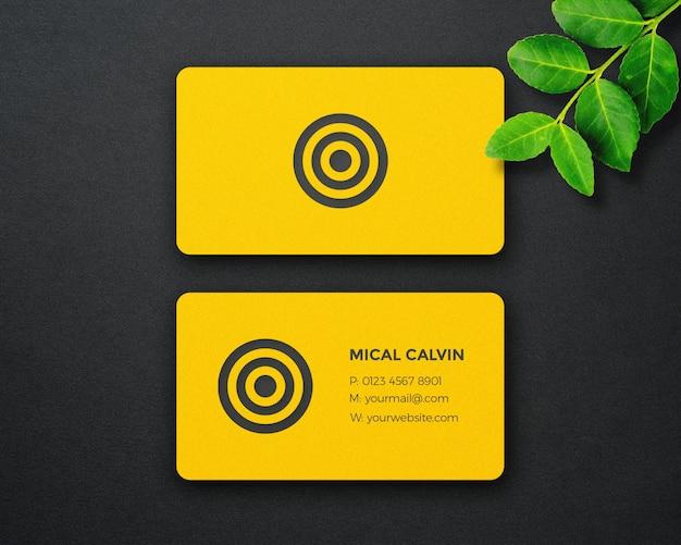 Maqueta de tarjeta de visita dinámica y de lujo.