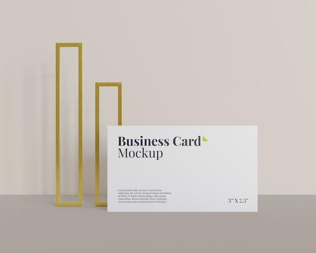Maqueta de tarjeta de visita con dos anillos rectangulares dorados