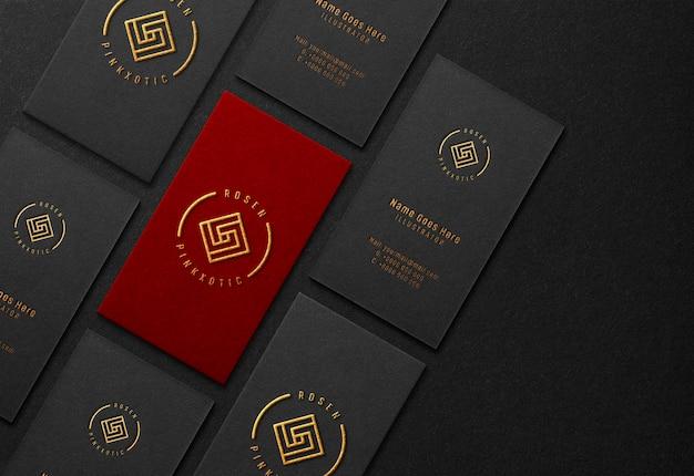 Maqueta de tarjeta de visita con efecto dorado en relieve