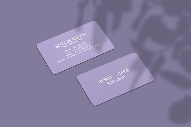 Maqueta de tarjeta de visita de esquina redondeada con superposición de sombras