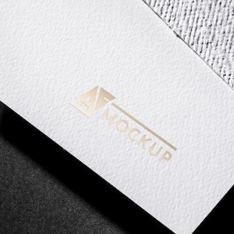 Maqueta de tarjeta de visita de fuente de lujo