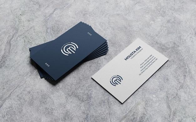 Maqueta de tarjeta de visita limpia sobre fondo rugoso