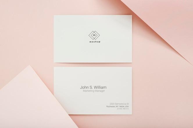 Maqueta de tarjeta de visita mínima, anverso y reverso, vista superior