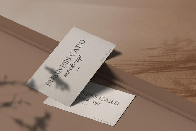 Maqueta de tarjeta de visita mínima limpia con superposición de sombra