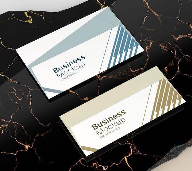 Maqueta de tarjeta de visita de negocios azul y dorada