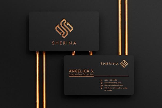 Maqueta de tarjeta de visita negra de lujo con efecto de tipografía con logo dorado