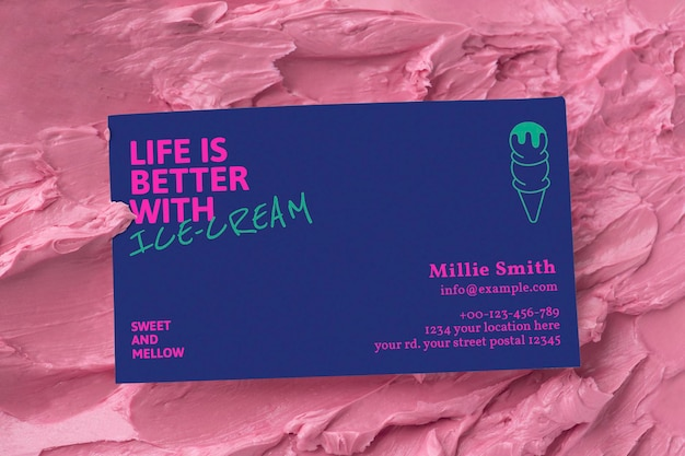 Maqueta de tarjeta de visita de postre psd en textura de glaseado rosa